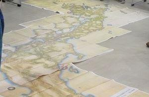 篠原ガイドによる「伊能中図」の見どころの解説  1845年 調布玉川惣画図や長久保赤水の「改正日本輿地路程全図」も面白かったです。  実測ではないものの、伊能忠敬の日本地図完成よりおよそ半世紀前に、驚くべき精度の日本地図を作ったのが、長久保赤水です。
