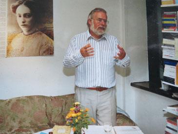 Wolfgang U. Schütte bestritt die allererste Lesung in der Connewitzer Verlagsbuchhandlung, eine Lene-Voigt-Lesung im September 1990