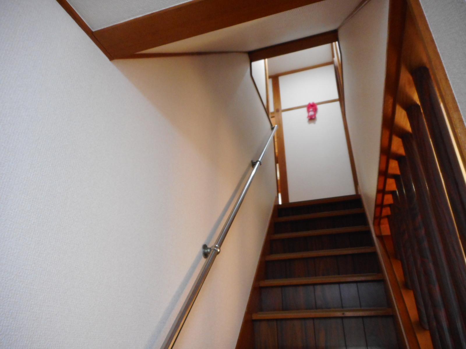 日野市U様 階段 壁紙(クロス)貼替え