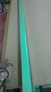 「上」の畳おもてで表替え センサー搭載の専用機で畳を縫います