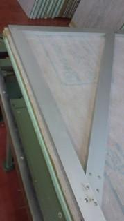 畳床から新しくする場合、定規にて角度を決めたり長さ・幅を測ったりします