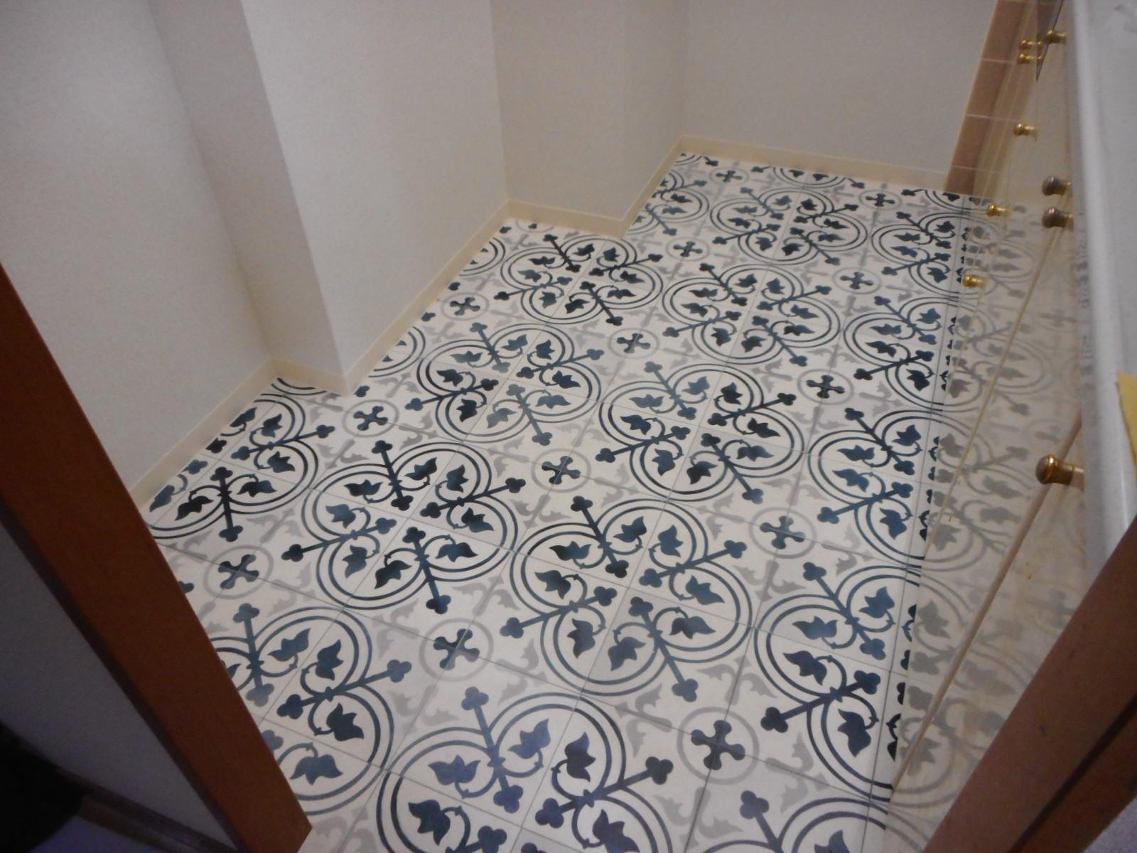 日野市I様 キッチン 壁紙(クロス)貼替えと床クッションフロアー貼替