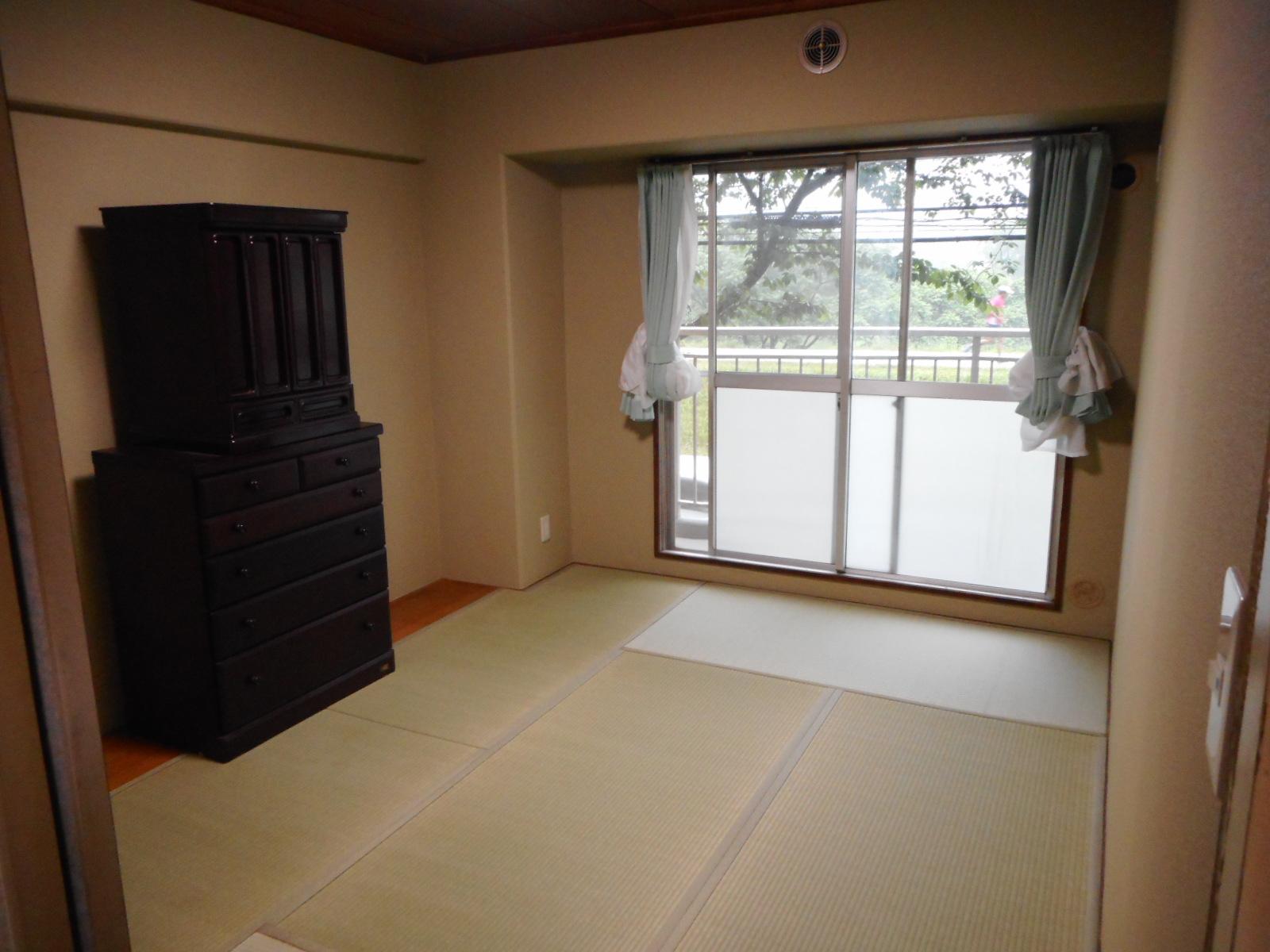 府中市K様 和室 壁紙(クロス)貼替えと新畳(上級品+建材畳床)