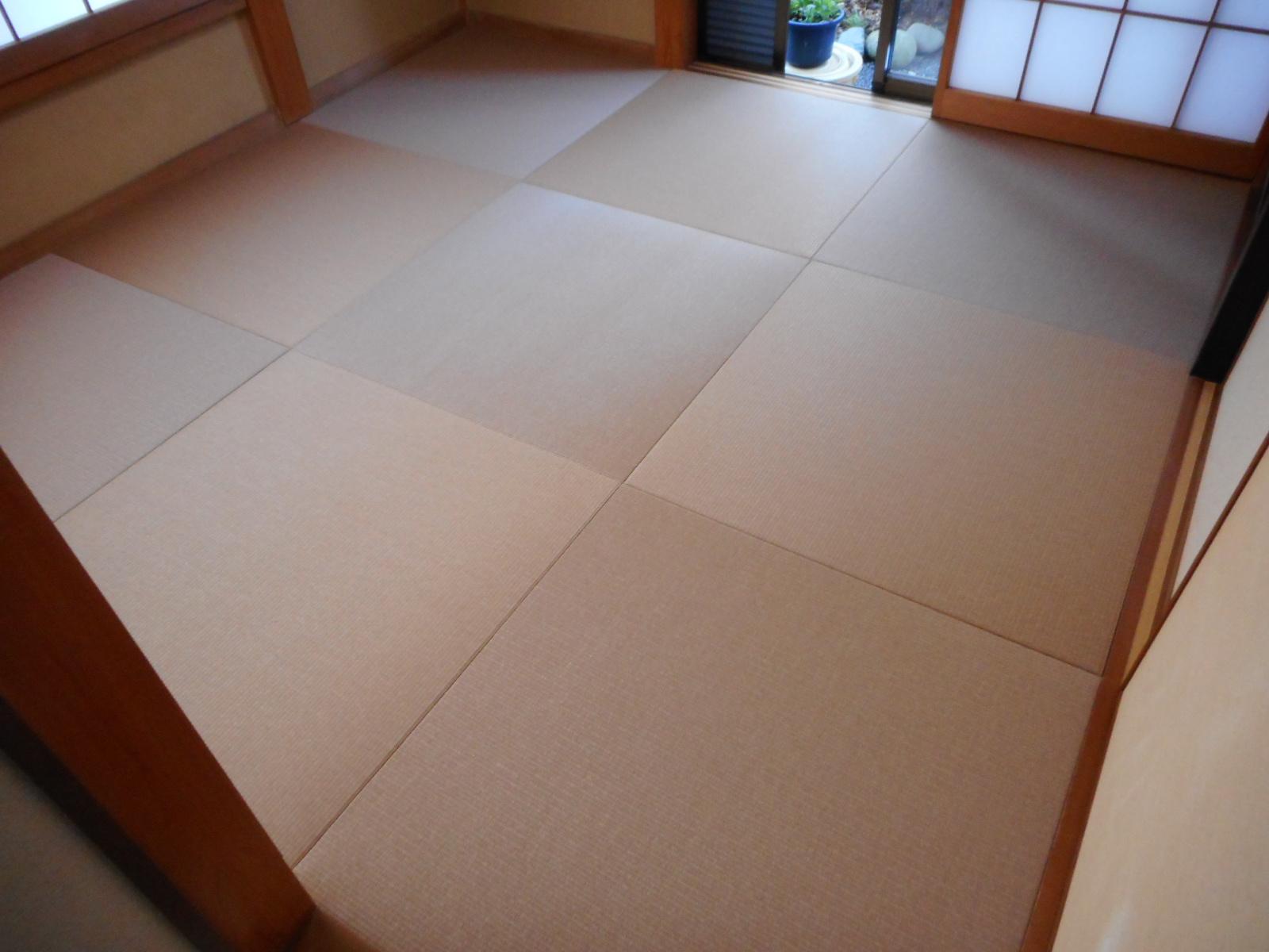 半畳縁無し 天然いぐさに並んで和紙風ダイケン畳おもても人気