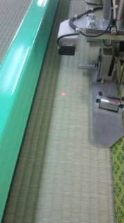 畳返し専用機 全自動センサー搭載のマシンで順調な作業中です