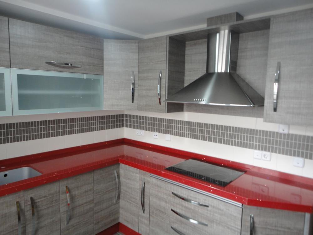Cocina jaen modelo loira encimera roja cocinas jaen for Muebles de cocina jaen