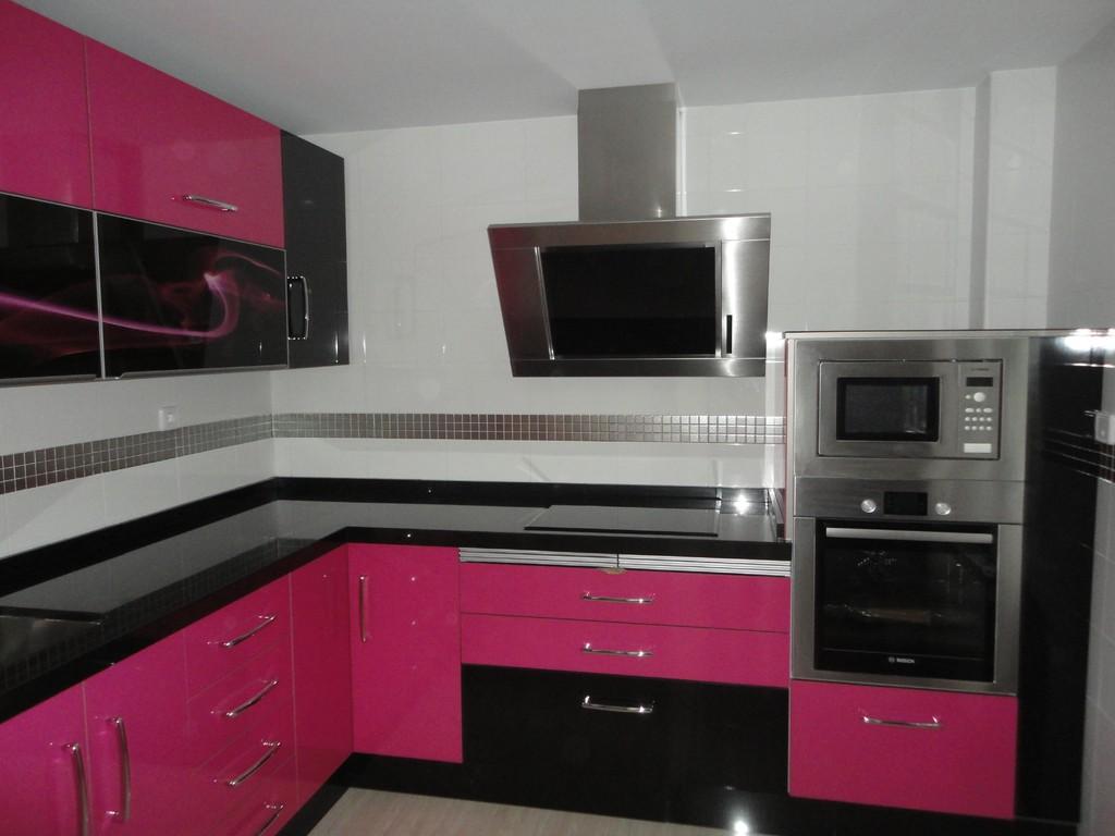 Cocina martos rosa y negra cocinas jaen for Muebles de cocina jaen