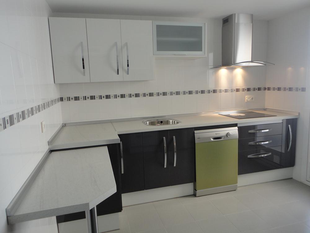 Cocina textil blanca y gris cocinas jaen - Cocina blanca y gris ...
