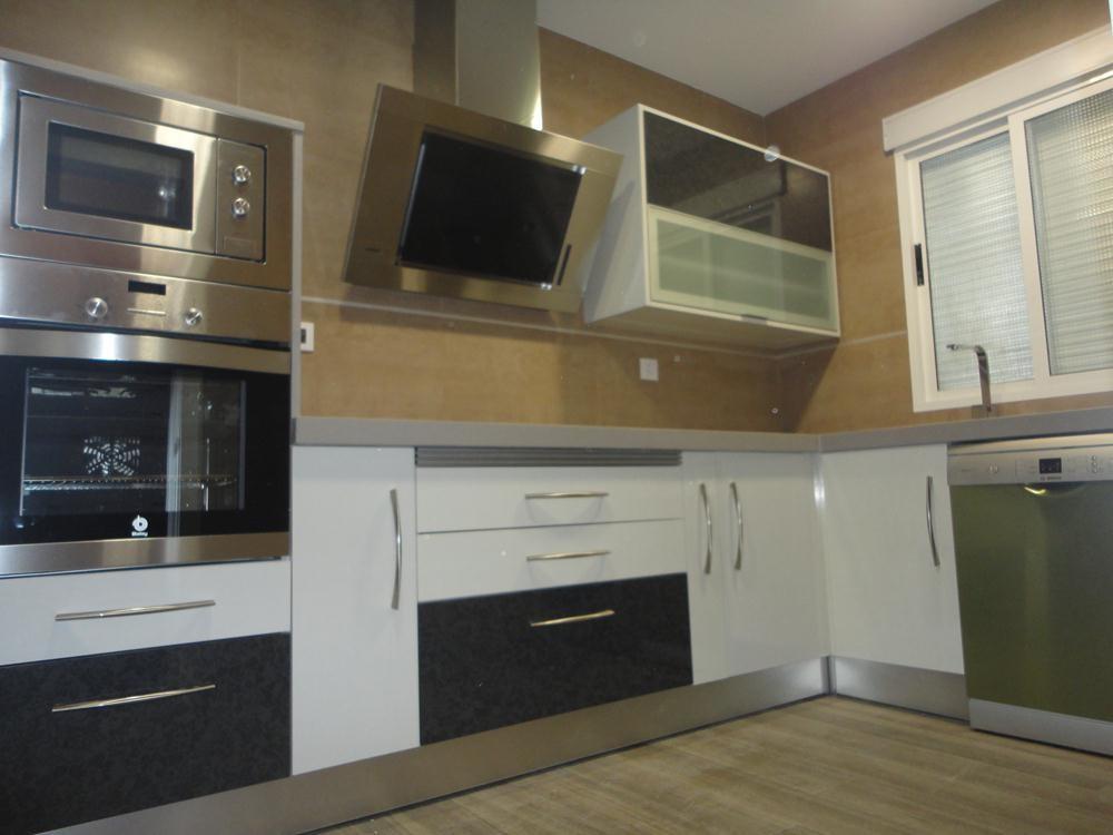 Cocina blanca y gris martos cocinas jaen - Cocinas blanco y gris ...