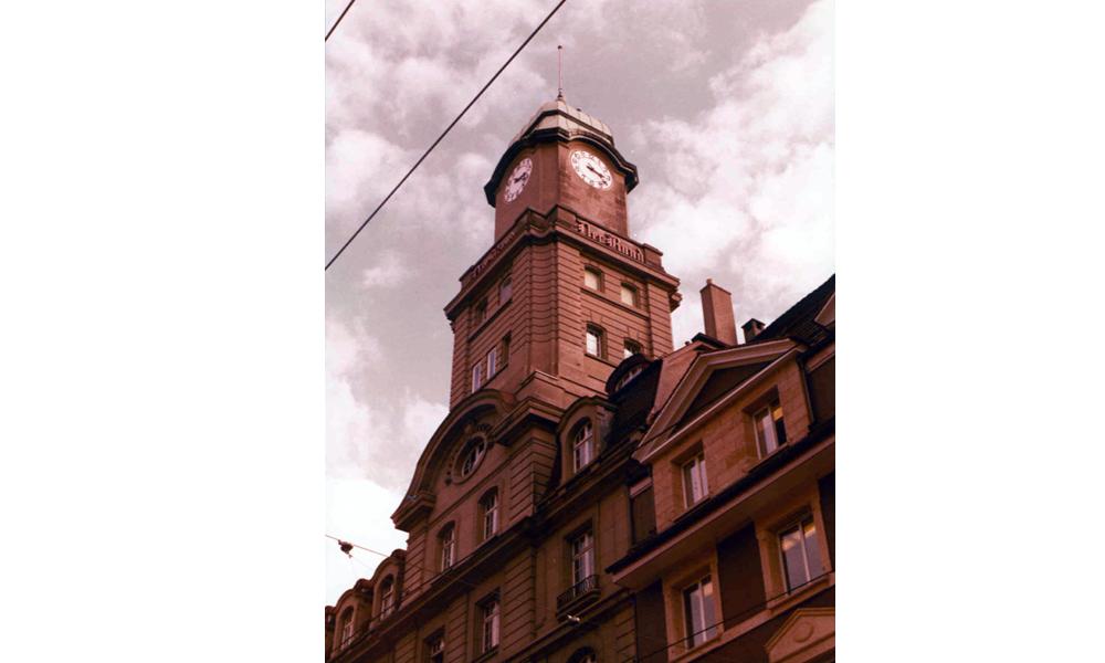"""Sandsteinreinigung am Gebäude des Verlags """"Der Bund"""" - Vorher"""