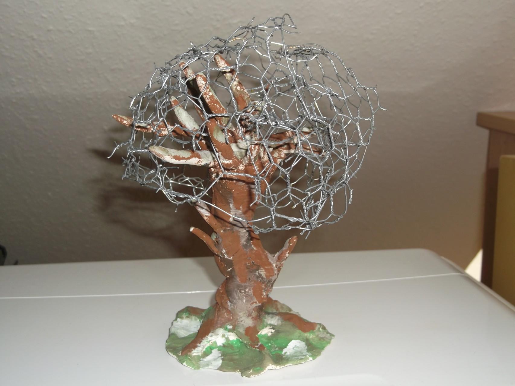 Baum aus Gibs mit Drahgestell - Das Geflecht symbolisiert das Gedankenchaos