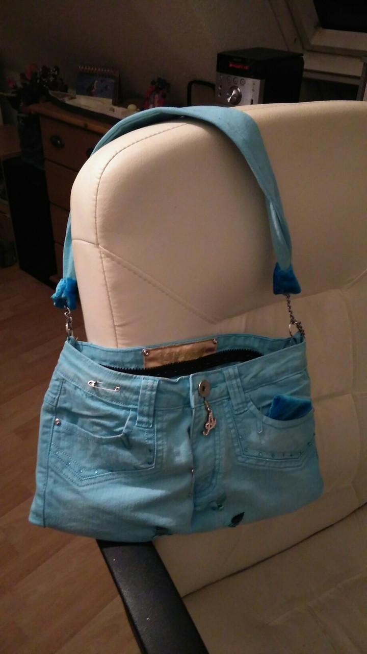 Handtasche aus Lieblings-Jeanshose genäht