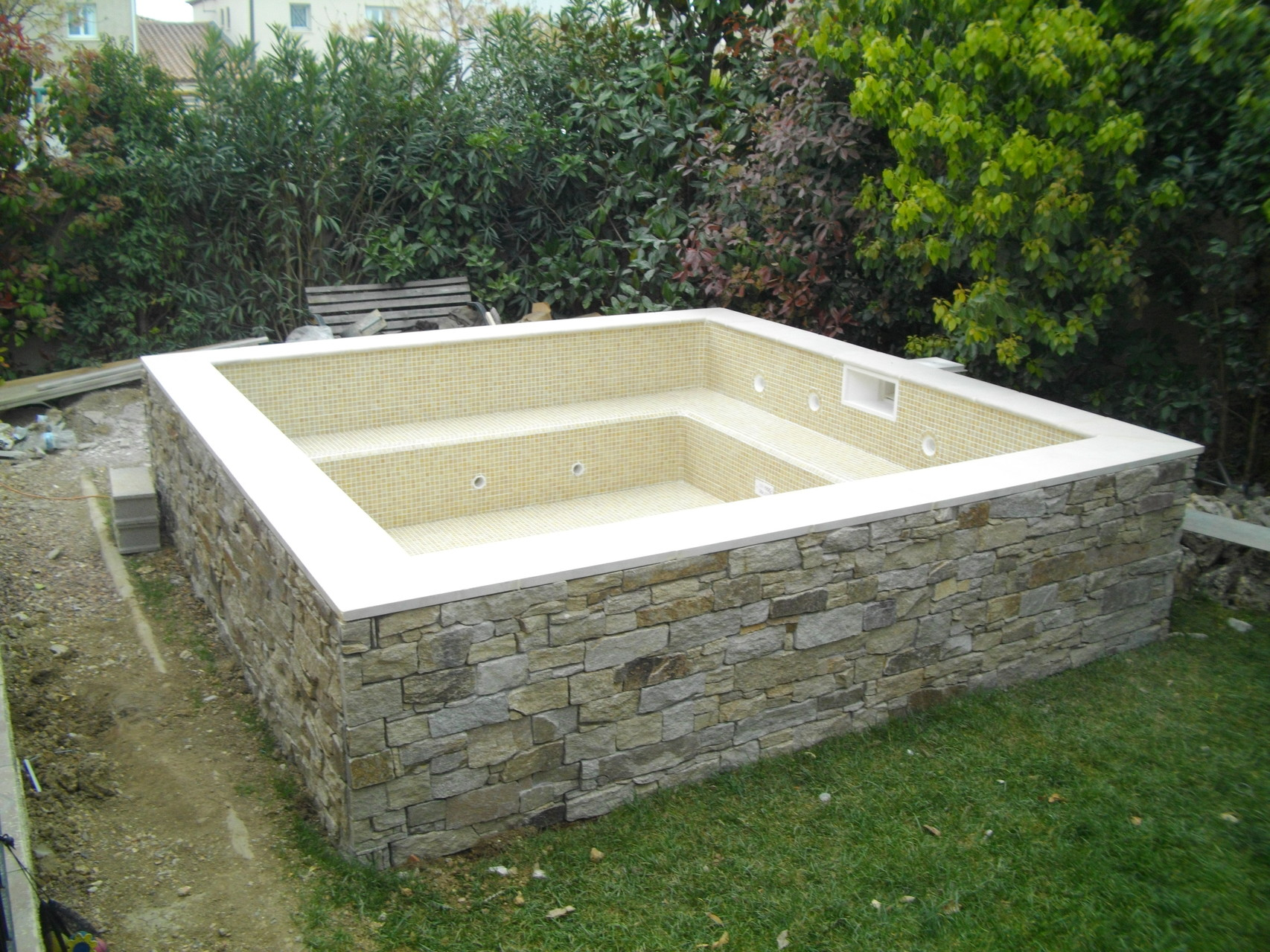 Design piscine bois semi enterree saint paul 2719 for Piscine tubulaire leclerc