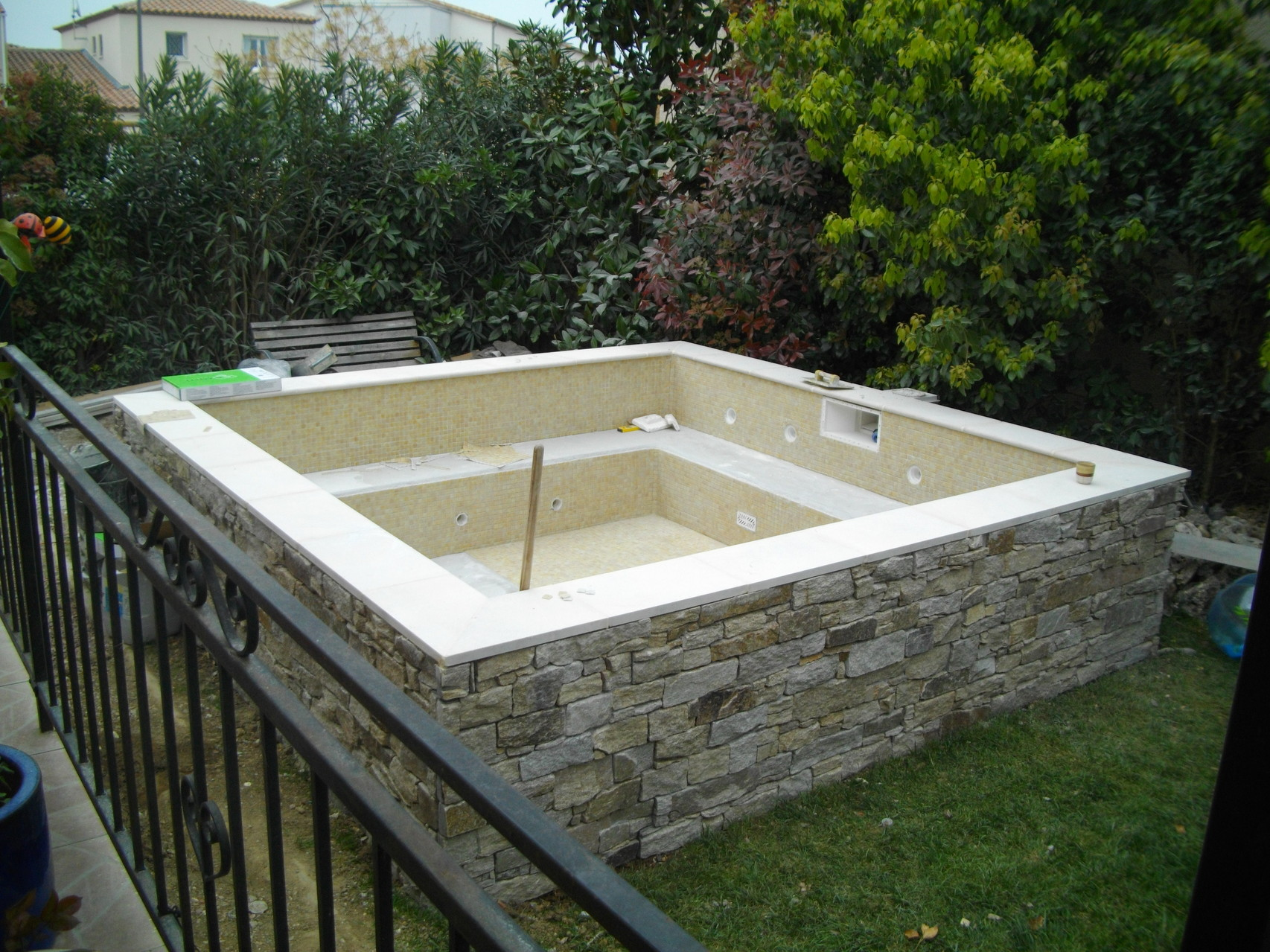 Constructeur de piscines et spas 0660978914 piscine kachou for Construction piscine