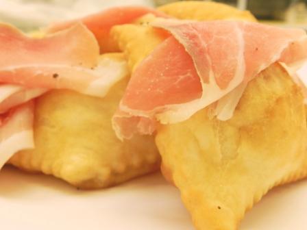 crescentine fritte con prosciutto crudo