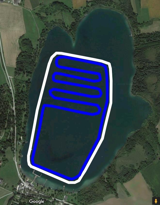 Ursprünglich geplante Strecke am Längsee 2019: blau = Bewerbsstrecke, weiß = Publikumseislauf