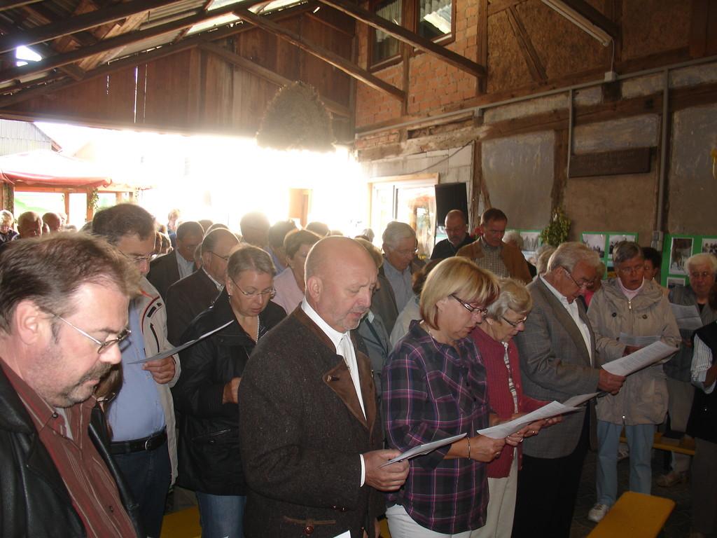 und viele Besucher singen