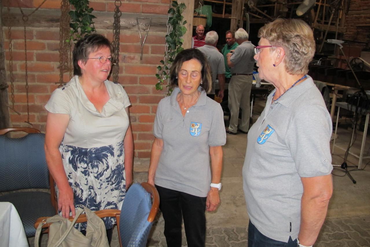 """Inge Köhler vom Hattorfer """"Verein für Dorfgeschichte"""" hat uns auch besucht"""
