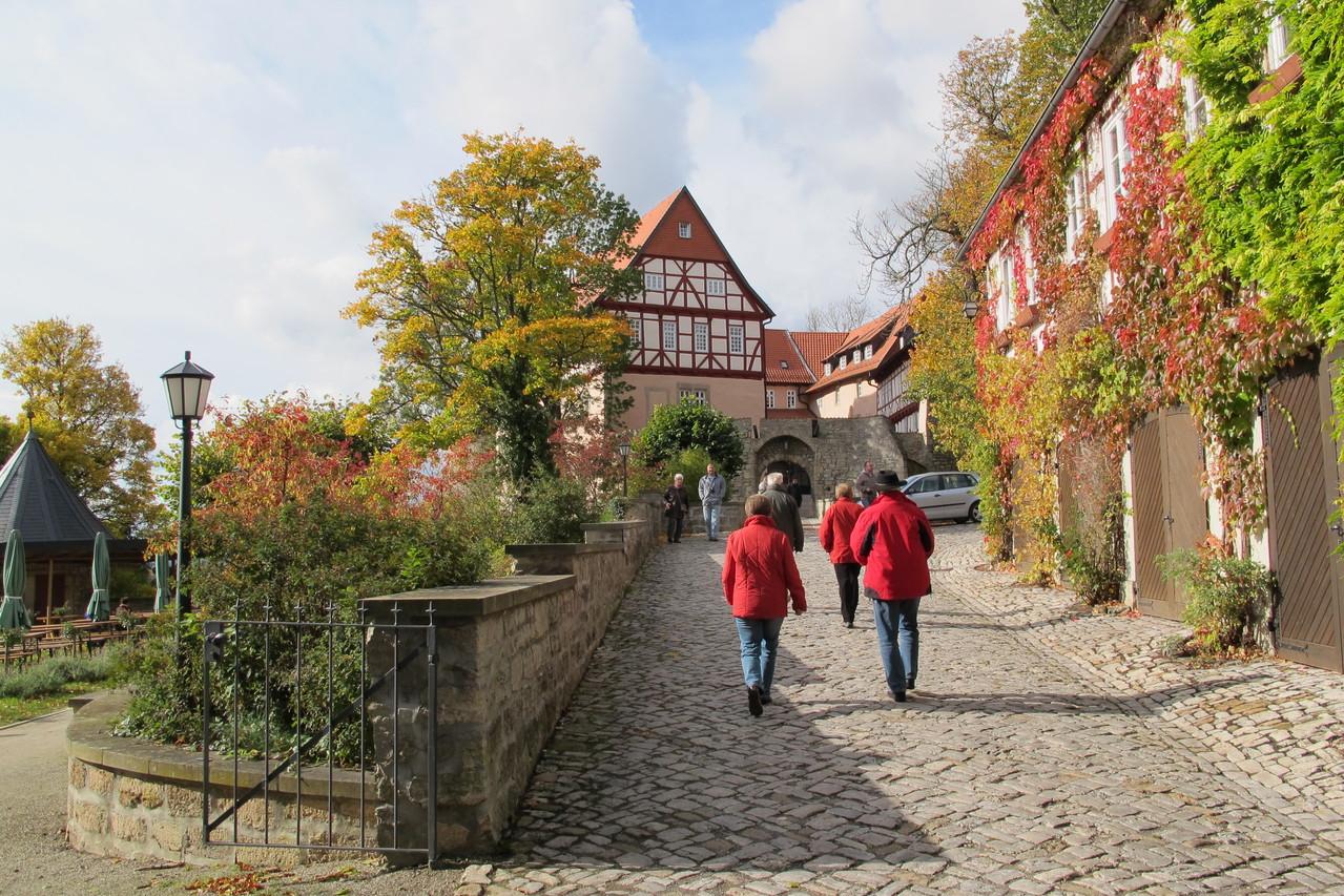 alte Steinbrücke vor dem Tor