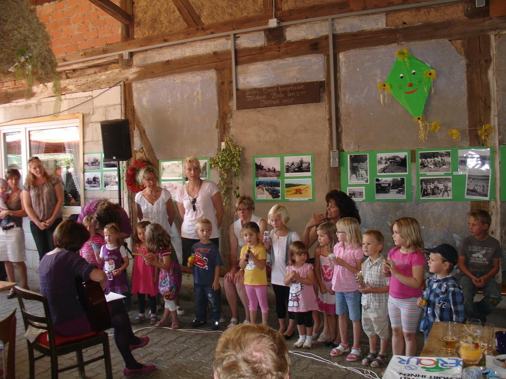 Der Kindergartenchor singt fröhliche Lieder