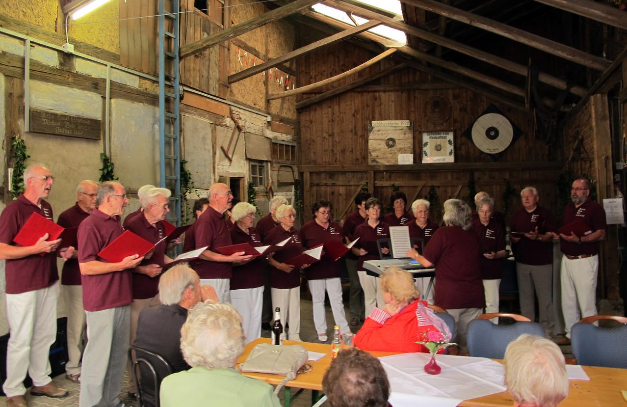Der Handwerker-Bildungsverein unterhält mit fröhlichen Liedern