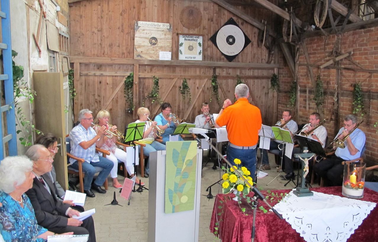 Der Posaunenchor Lerbach begleitet den Gottesdienst