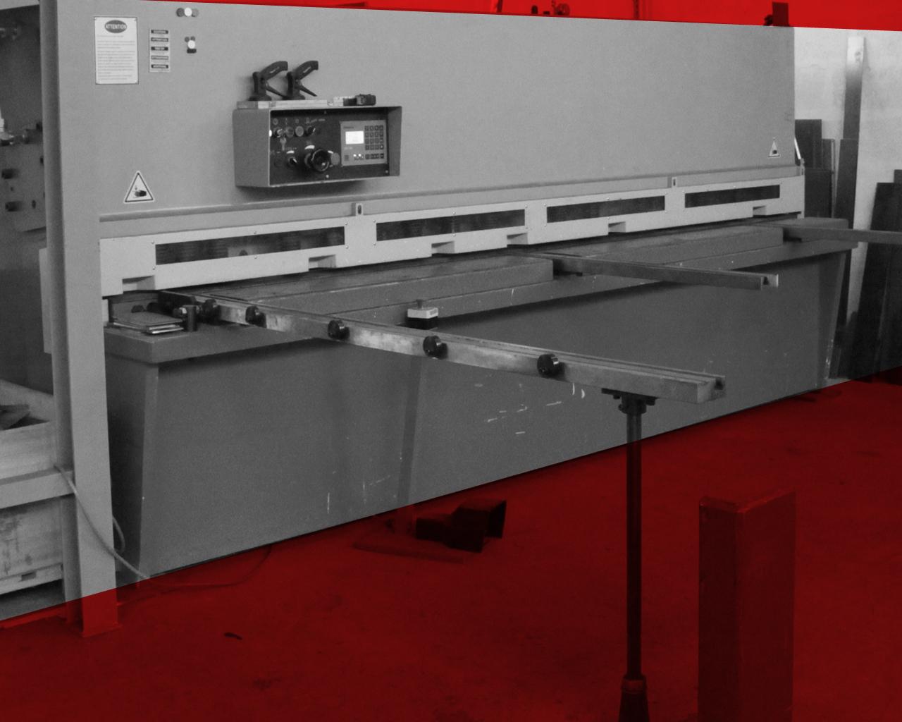 Cisaille numérique ; capacité de coupe : 8 mm d'épaisseur sur 3 mètres
