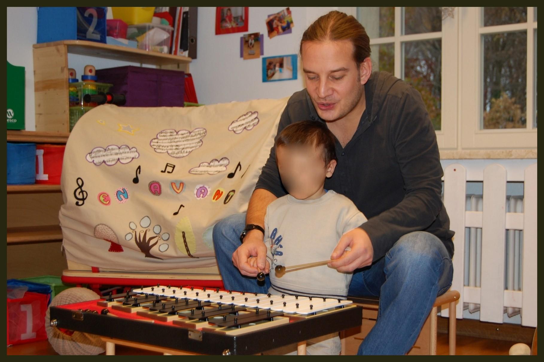 Le métallophone, à ne pas confondre avec le xylophone !