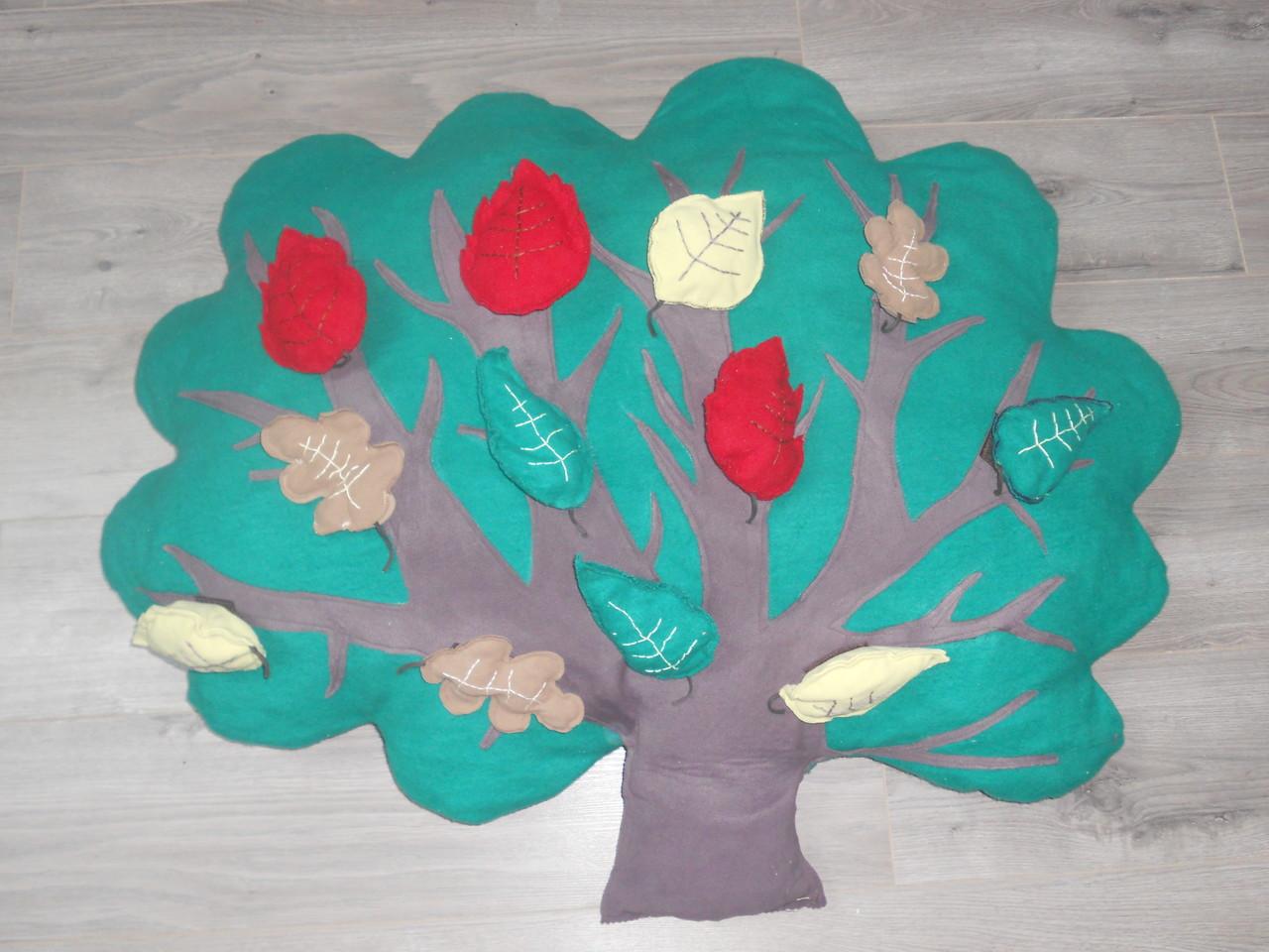 """Des """" feuilles grelot """" poussent sur cet arbre très rare..."""