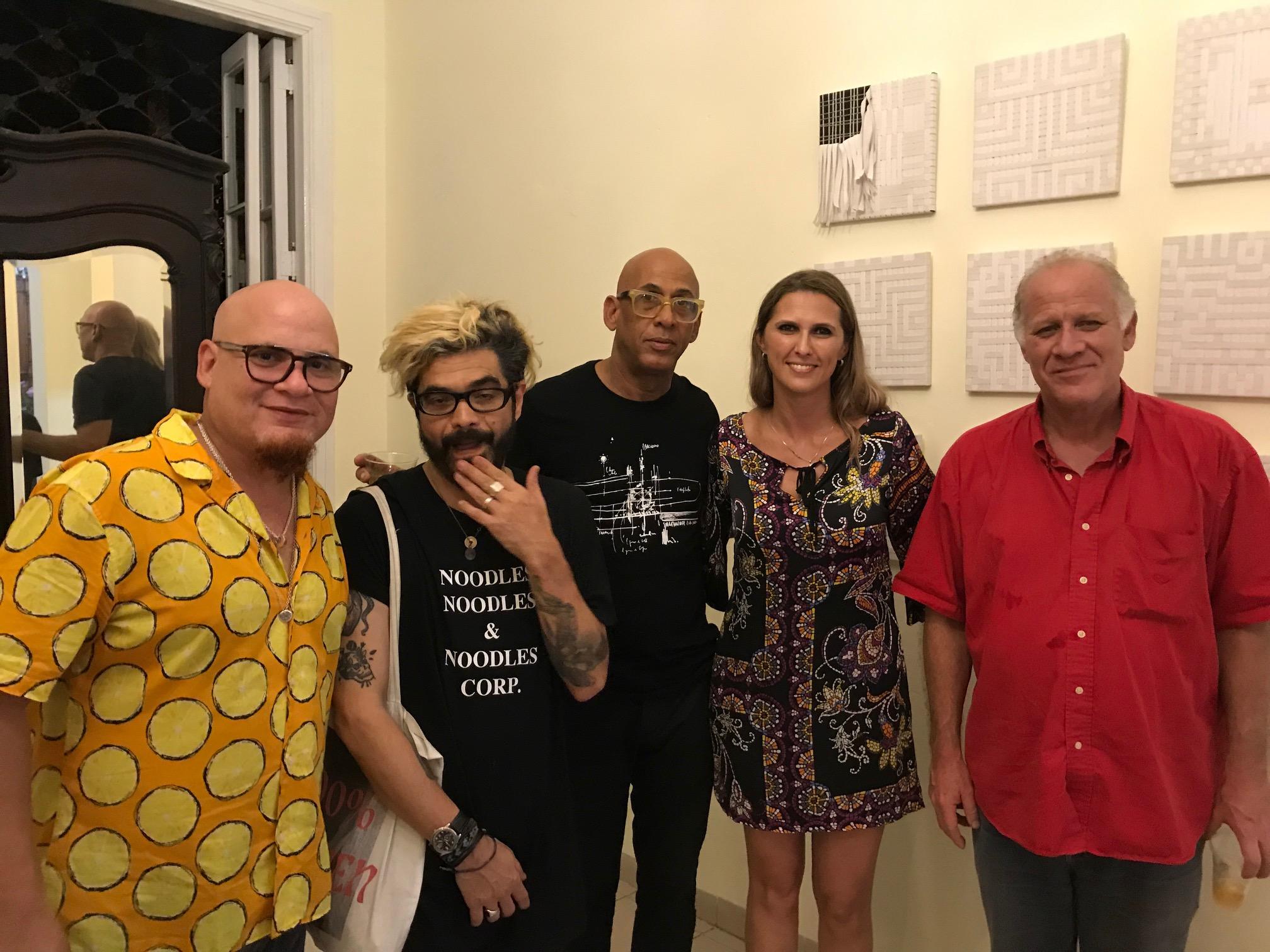 Junto al Ministro y cantante/compositor Kelvis Ochoa.
