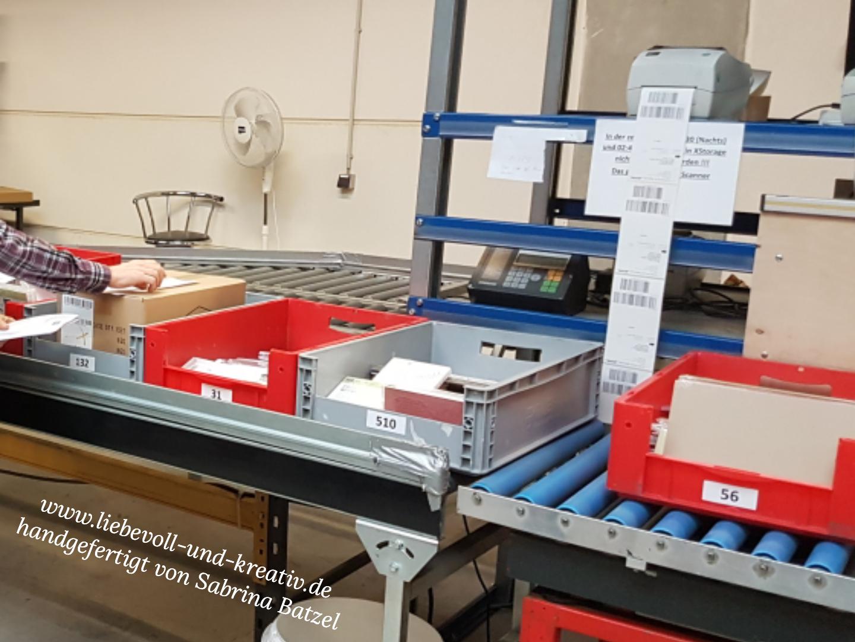 Wenn die Box mit der bestellten Ware gefüllt ist, werden Lieferschein und Postetikett gedruckt.