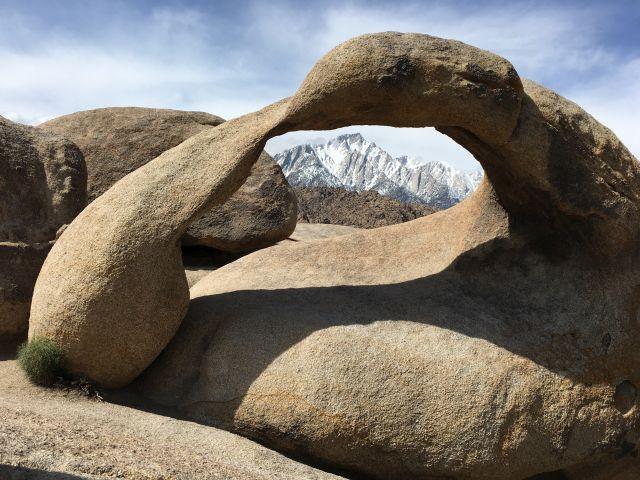 Möbius Arch mit Mt. Whitney im Hintergrund
