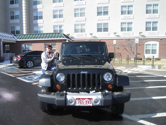 Mein Traumauto - ein Jeep Wrangler Sahara mir Sirius und All-Terrain-Reifen