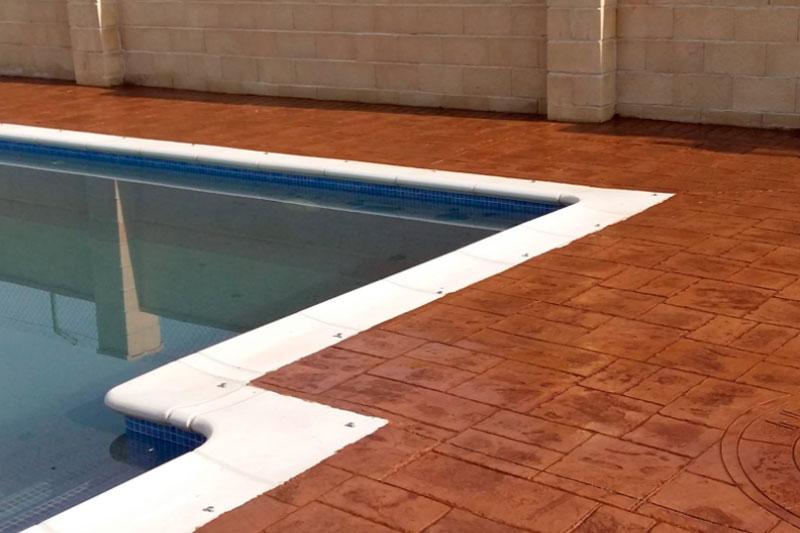 Hormig n impreso para piscinas la mejor soluci n for Suelos para alrededor de piscinas