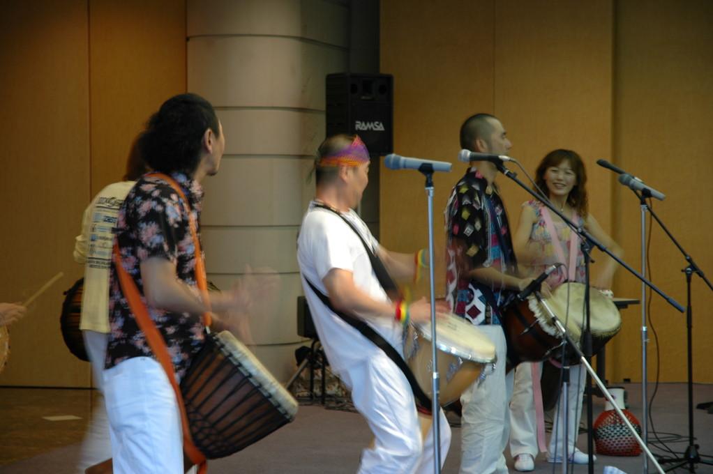 白い衣装は石川浩、気が優しくて力持ち!