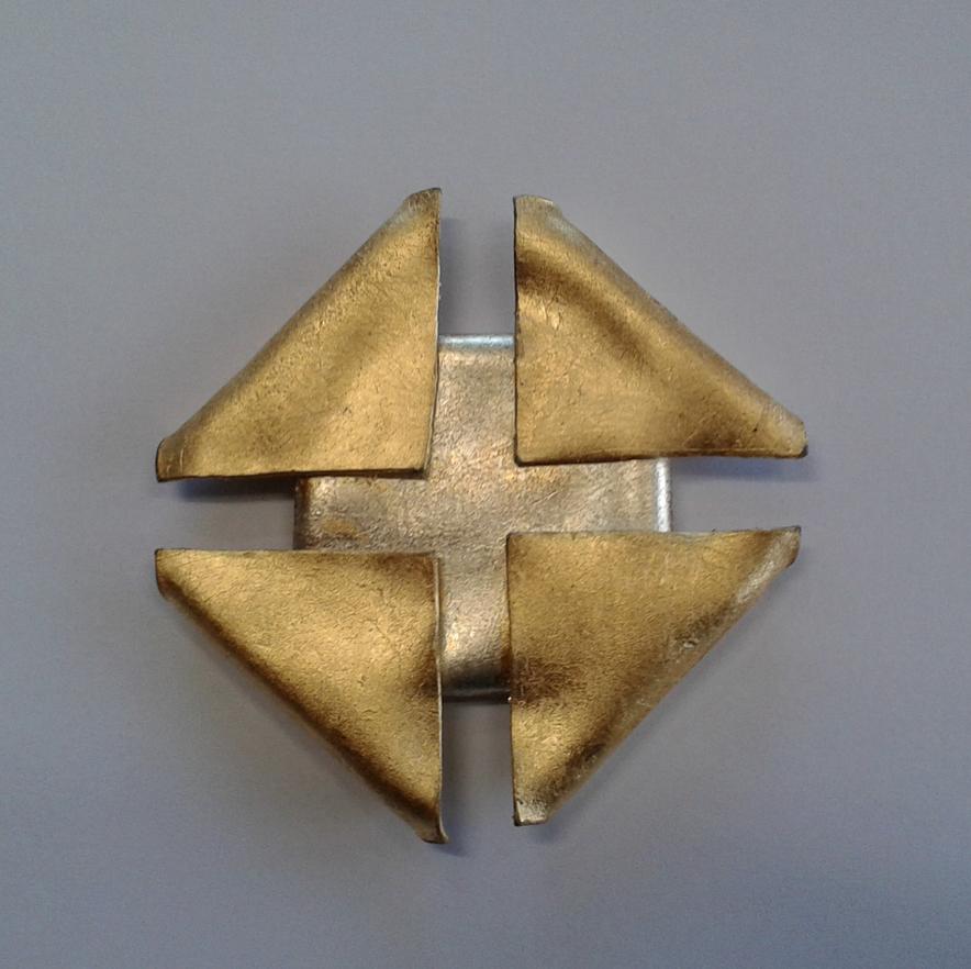 Scheinheilig (CH) // Blei gefaltet und vergoldet bzw versilbert 6.5x6.5