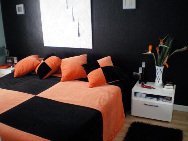 Schlafzimmer mit Doppelbett der exclusiven Ferienpenthauswohnung bei Puerto de La Cruz auf teneriffa mit herrlichem Meerbllick