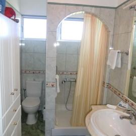 helles freundliches Duschbad
