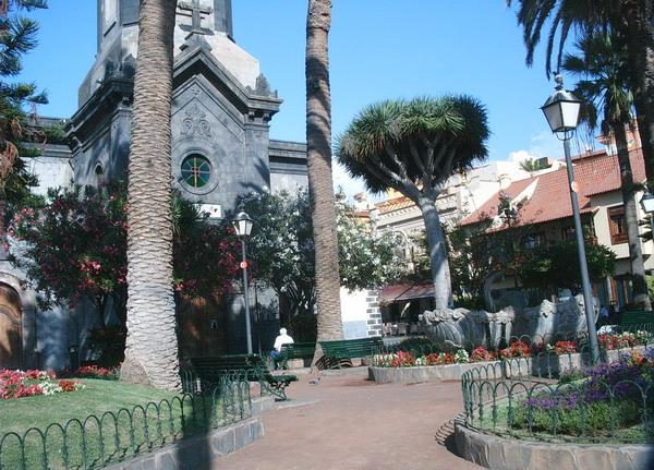 Kirchenvorplatz im Zentrum von Puerto de la Cruz