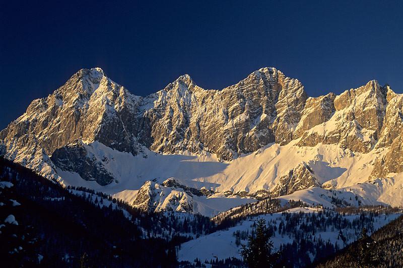Die Dachstein Südwände im Winter