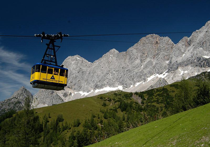 Gletscherbahn auf den Dachstein Gletscher