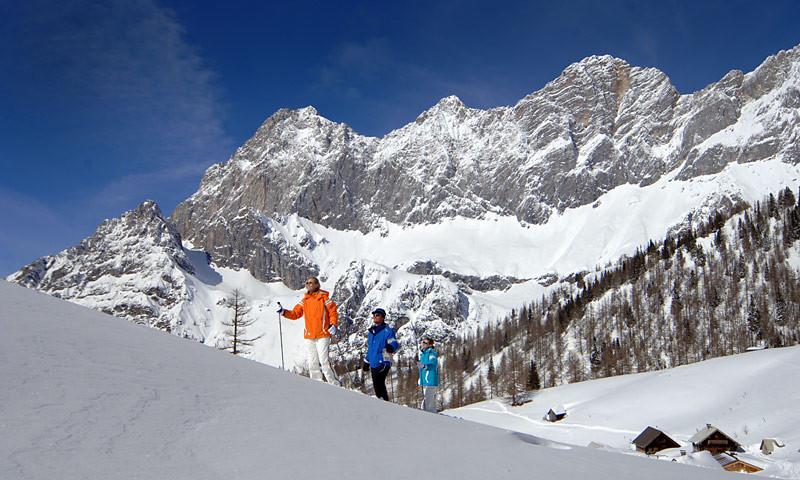 Schneeschuhwandern vor dem Dachstein