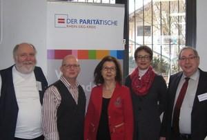 Auf dem Bild von links nach rechts: Udo Haak (Paritätische), Martin Dohmstreich (Gesundheitsagentur) Renate Frohnhöfer, Bettina Breuer (Gesundheitsagentur), Wilhelm Franken (Vorsitzender des Paritätischen im Rhein-Sieg-Kreis)