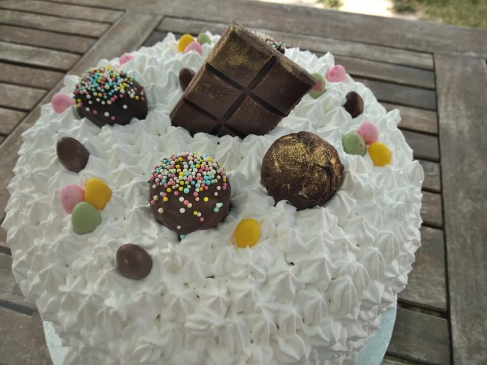 Layer Cake de Pâques (crème fouettée, chocolat)