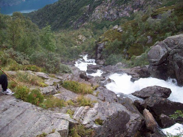 aus dem Bach wird eine Wasserfall...