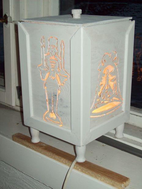 Lampe aus Holz fuer die Advent- und Weihnachtszeit...