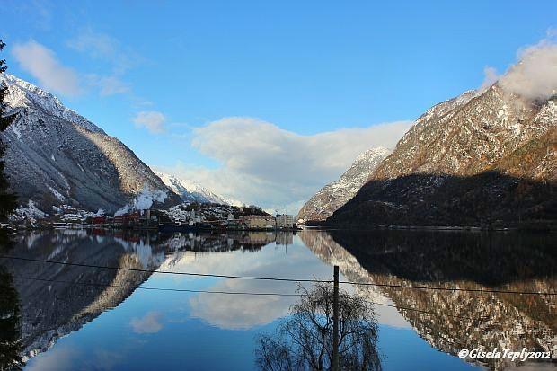 Blick von unserem Haus auf den Fjord...