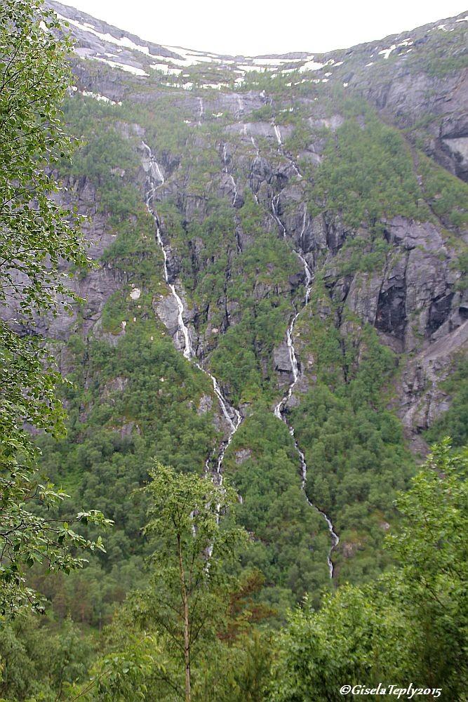 noch taut es in den Bergen...und Regen kommt auch noch dazu...