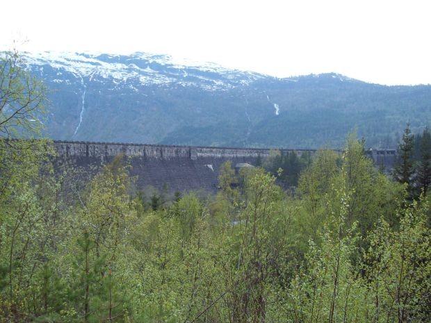 die Staumauer in Skjeggedal...