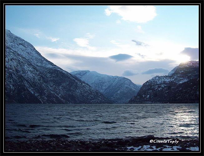 der Eidfjordvatnet..(See) der Blick geht fast bis Øvre Eidfjord..